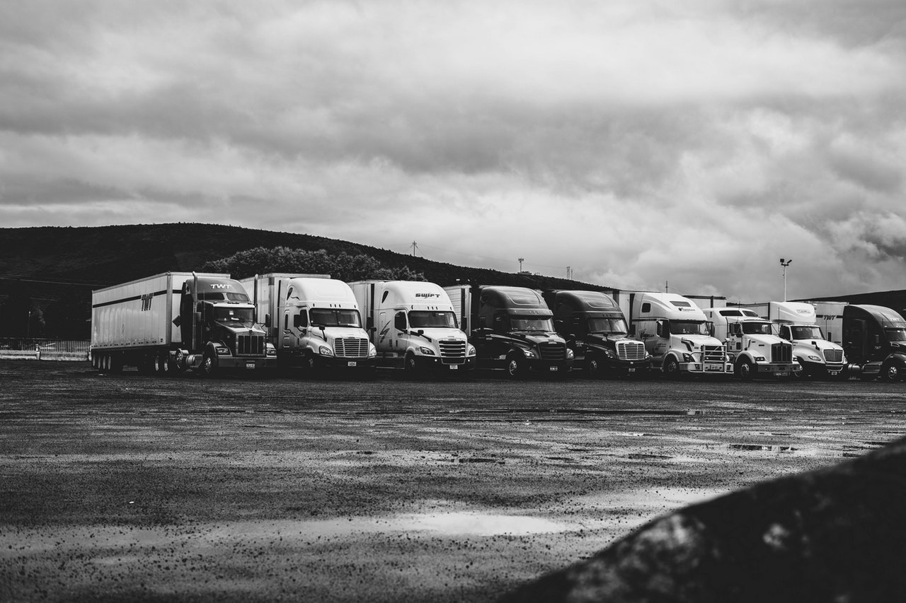 18-wheelers-big-rigs-black-and-white-2348359